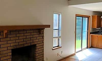 Living Room, 512 N 37th St, 1