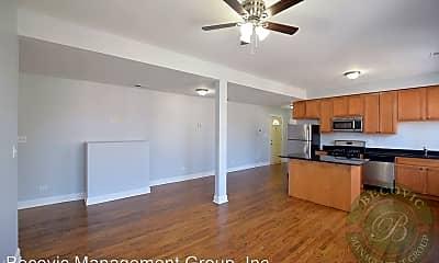 Living Room, 7320 N Damen Ave., 1