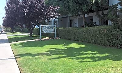 Briarwood Gardens, 1