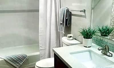 Bathroom, 745 Rainier Blvd N, 1