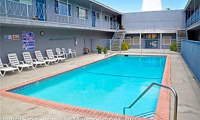Pool, 15209 Prairie Ave, 1