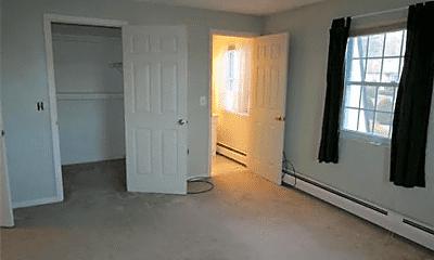 Living Room, 24 Williamsburg Ct, 2
