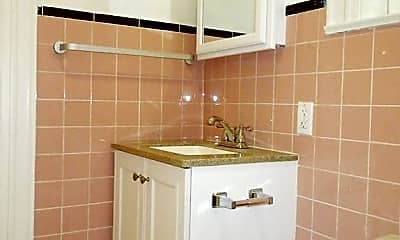 Bathroom, 853b Fulton St, 2