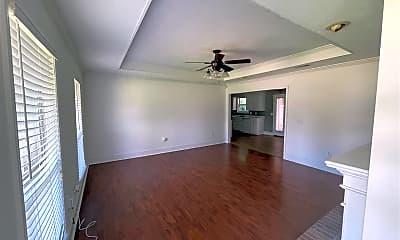 Living Room, 128 Chestnut Dr, 1