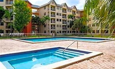 Pool, 8333 Lake Dr, 2
