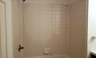 Bathroom, 713 N 16th St, 2