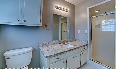 Bathroom, 1921 E 53rd St, 2