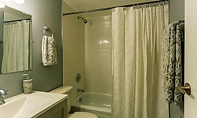 Bathroom, Oak Lawn Blu, 2