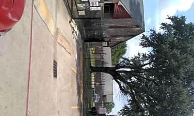 Oak Villa, 2