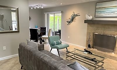 Living Room, 623 N Jefferson Ave, 1