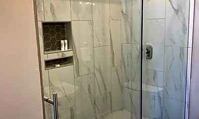 Bathroom, 918 Mason St 3, 2