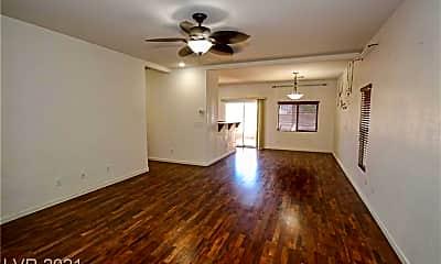 Living Room, 9686 Bouncing Ball St, 1
