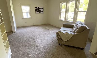 Bedroom, 305 N Buchanan St, 1