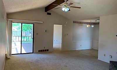 Living Room, 4076 Russell Ave, 1