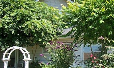 Building, 709 Gillis St, 2