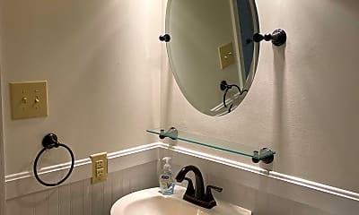 Bathroom, 637 8th St NE B, 2