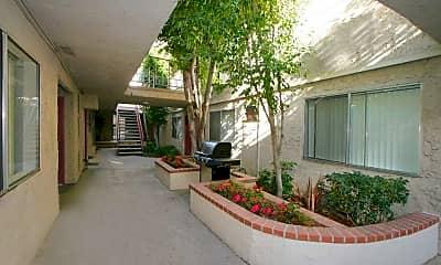Courtyard, Vista Pointe II Apartments, 1