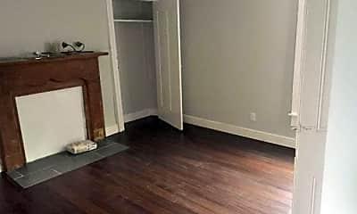Bathroom, 3704 Penn Ave, 2