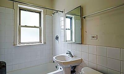 Bathroom, 822 S Austin, 2