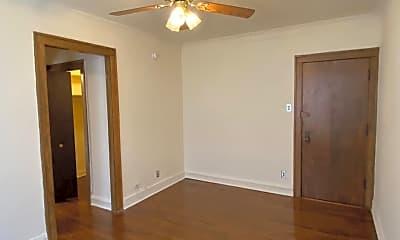 Bedroom, 520 W Belden Ave, 1