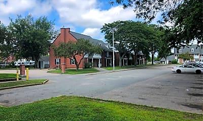 Crescent Court, 2