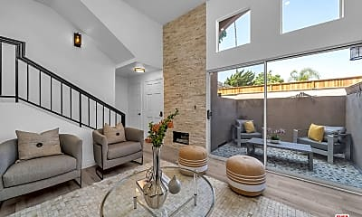 Living Room, 1349 E Grand Ave E, 0