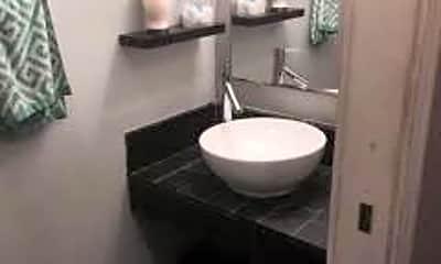 Bathroom, 5006 N Wolcott Ave G, 2