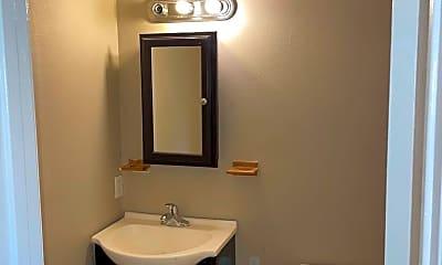 Bathroom, 808 W Barraque St, 2