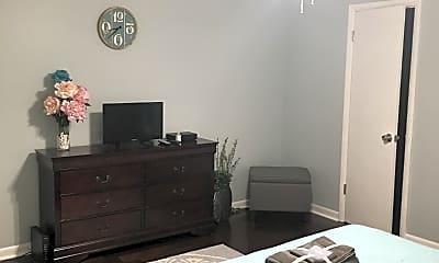 Bedroom, 555 N Dupont Ave, 2
