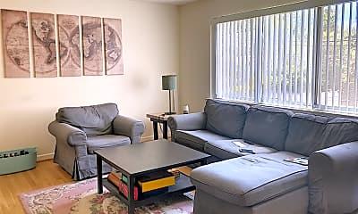 Living Room, 901 N Highland St, 1
