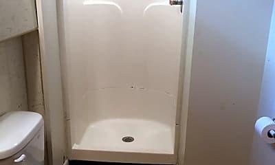 Bathroom, 815 S Lincoln St, 2