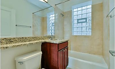 Bathroom, 4865 W Armitage Ave, 2