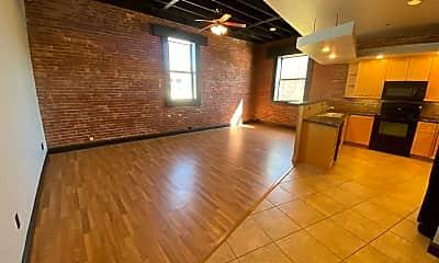 Living Room, 431 W Walnut St, 1