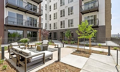 Courtyard, The Glenn, 2