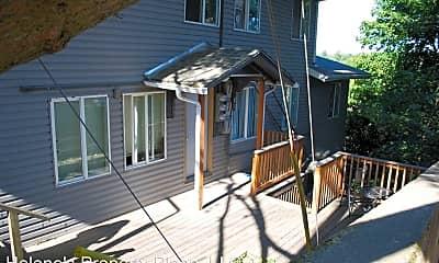 Patio / Deck, 725 NE Maple St, 1
