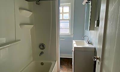 Bathroom, 118 Norton St, 2