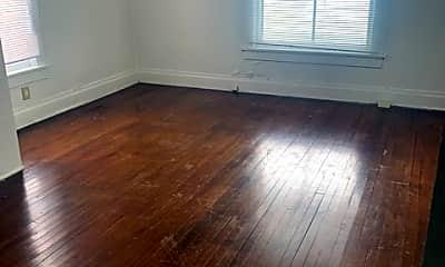 Living Room, 806 W Linn St, 2
