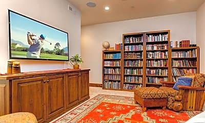 Living Room, 223 Kings Peak Dr, 2