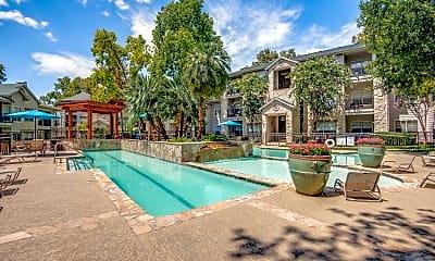 Pool, 453 N Business Ih 35, 1