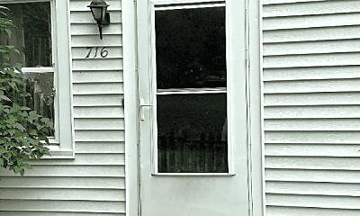 Building, 716 Barton St, 2