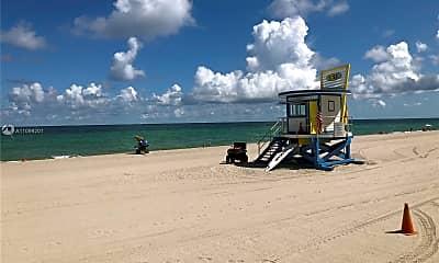 Playground, 101 N Ocean Dr 576, 2