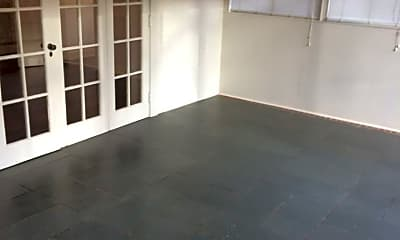 Living Room, 705 Dover Rd, 2