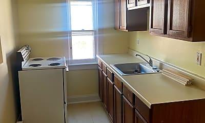 Kitchen, 125 E Franklin St, 1