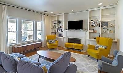 Living Room, 3609 Shenandoah St, 1