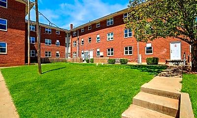 Building, 1722 N Lindsay Avenue, 0