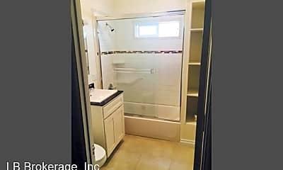 Bathroom, 723 E 3rd St, 2