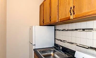 Kitchen, 839 W Sheridan Rd, 2