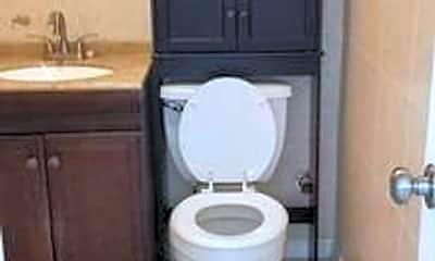 Bathroom, 2842 Fillmore St, 2