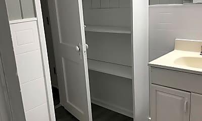 Bathroom, 711 S 9th St, 1
