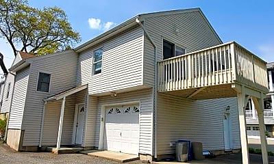 Building, 425 Van Dyke St, 2